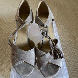 Grey suede heels with tassel tie